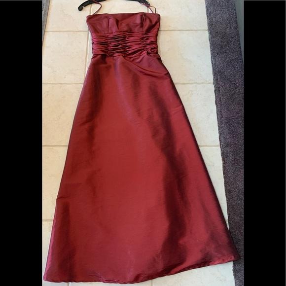 Jordan Dresses & Skirts - Burgundy iridescent Jordan Dress, Size 8